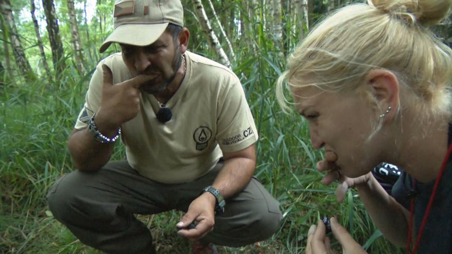 Video Redaktorka ČT vyzkoušela kurz přežití. Zuby si čistila uhlím