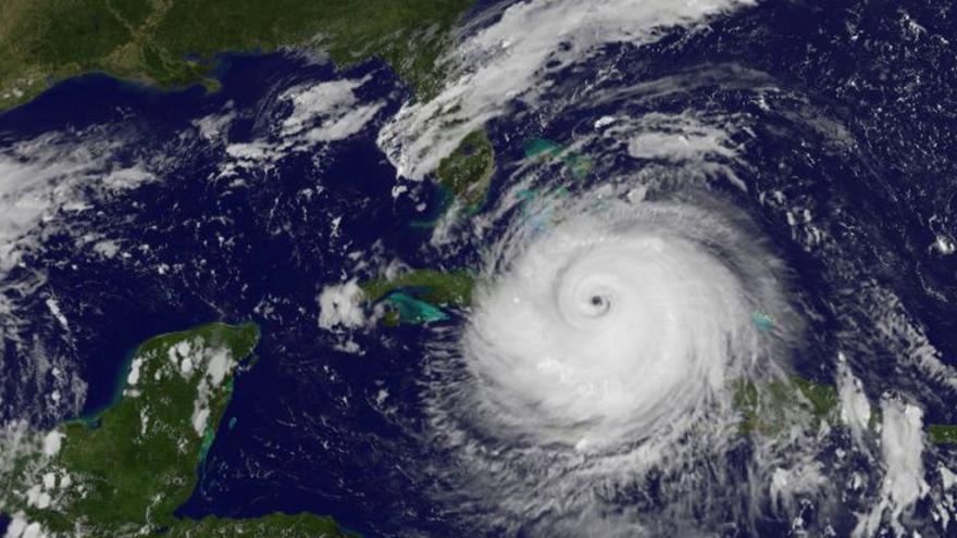 Video Zprávy: Hurikán Maria se řítí na Karibské ostrovy