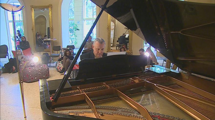 Video Klavíristé se budou střídat u křídla dvacet osm hodin