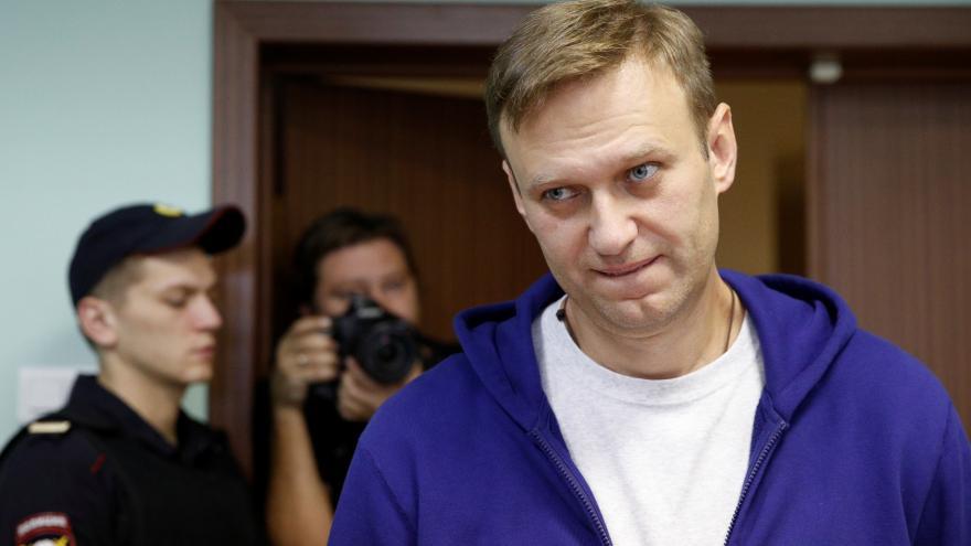 Video Ruský politik Navalnyj dál leží v bezvědomí v nemocnici. Lékaři stopy jedu zatím neobjevili