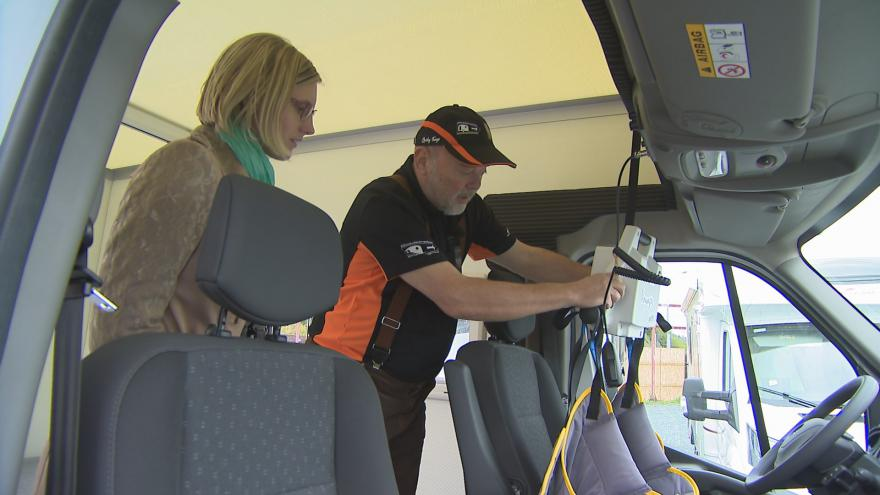 Video Leoš Fučík popisuje vybavení karavanu