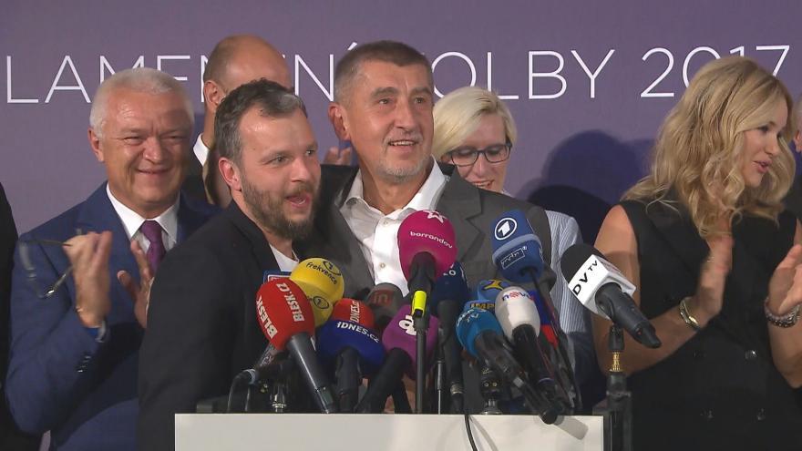 Video 90' ČT24 - Co vyhrává volby? Program nebo kampaň?