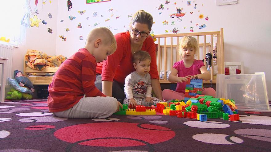 Video Hana Tymlová se s pomocí lékařů stala matkou hned tří dětí