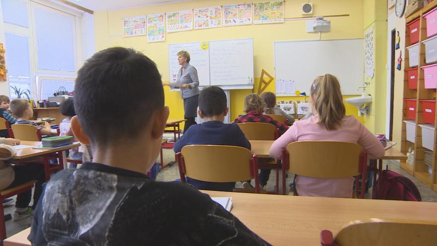 Video Teplická škola, která čelila nenávistným útokům, dostala dar skoro čtvrt milionu