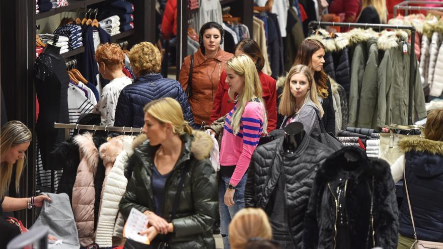 Video Zprávy v 16: Tržby v maloobchodě v říjnu rostly o 6,3 procenta