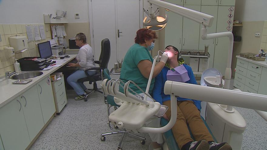 Video Noční zubní pohotovost v Brně bude fungovat jen do půlnoci
