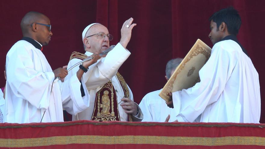 Video Papež přednesl světu tradiční poselství Urbi et Orbi