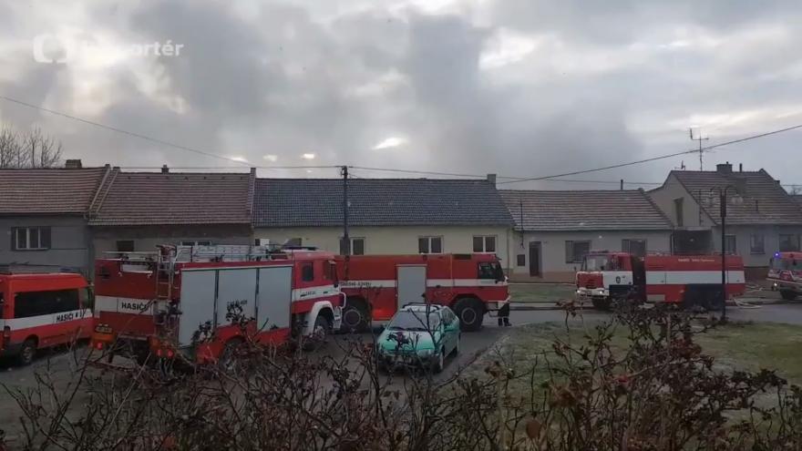 Video V Šebetově na Blanensku hořely tři stodoly. Požár likvidovalo dvanáct hasičských jednotek