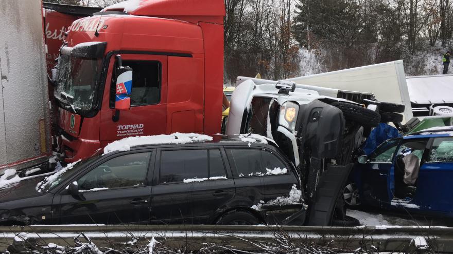 Video Události ČT: Sníh zastavil dopravu v celém Česku