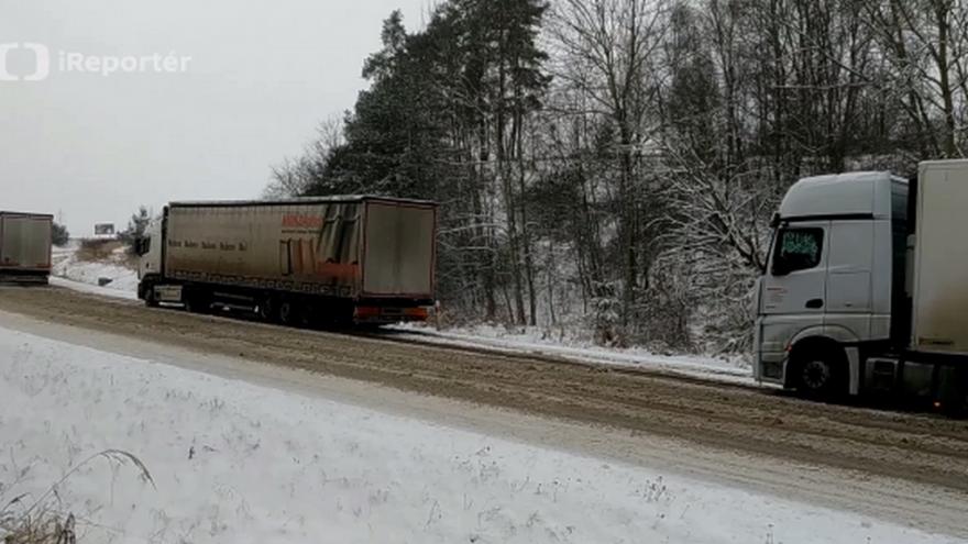 Video Uvízlé kamiony