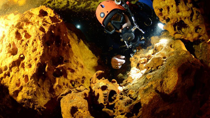 Video Největší zatopená jeskyně na světě