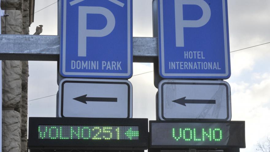 Video Parkovací domy v centru Brna jsou zaplněny jen z poloviny