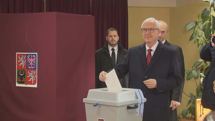 Video Jiří Drahoš volí ve druhém kole