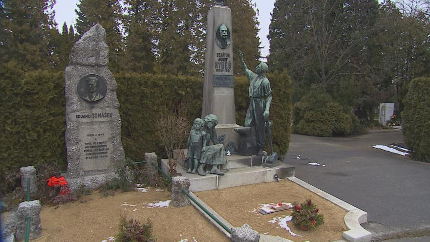 Video Hroby významných brněnských osobností na Ústředním hřbitově mapuje nový průvodce