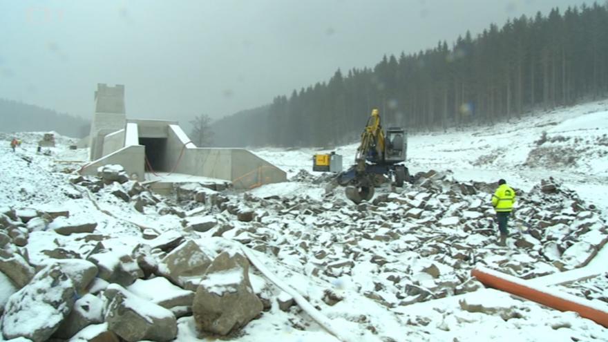 Video Stavba hráze v Jelení