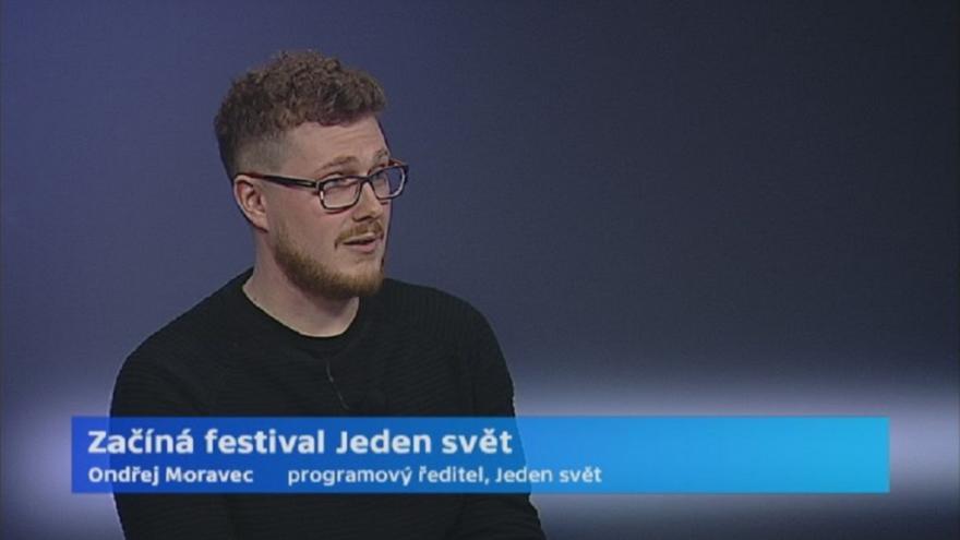 Video Rozhovor s programovým ředitelem festivalu Jeden svět Ondřejem Moravcem