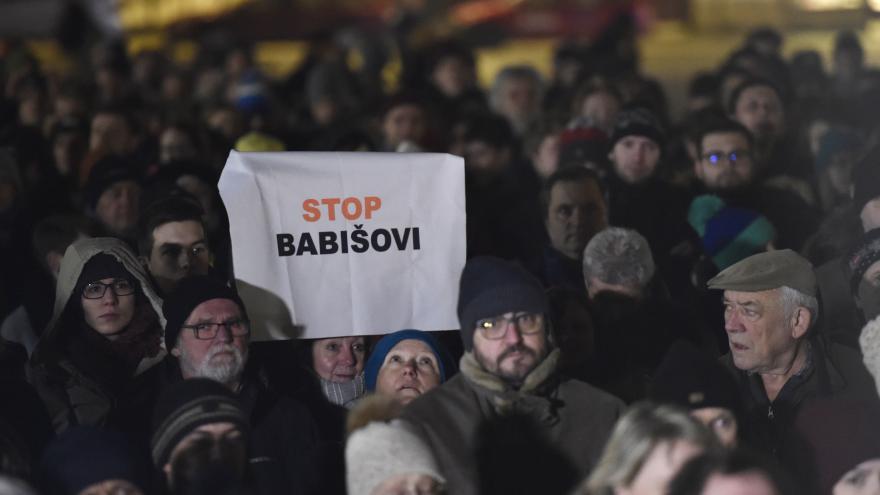 Video Události ČT: Na náměstích demonstrovaly tisíce lidí