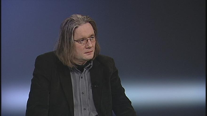 """Video """"Vlna odporu se může přenést i na vládu,"""" říká politolog Fakulty sociálních věd Univerzity Karlovy Josef Mlejnek"""
