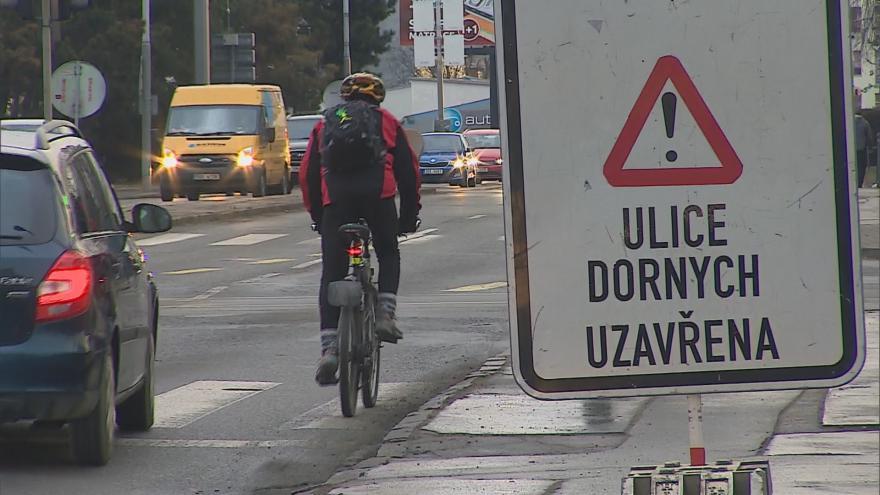 Video  Ulice Dornych je kvůli přeložce tramvajové trati neprůjezdná