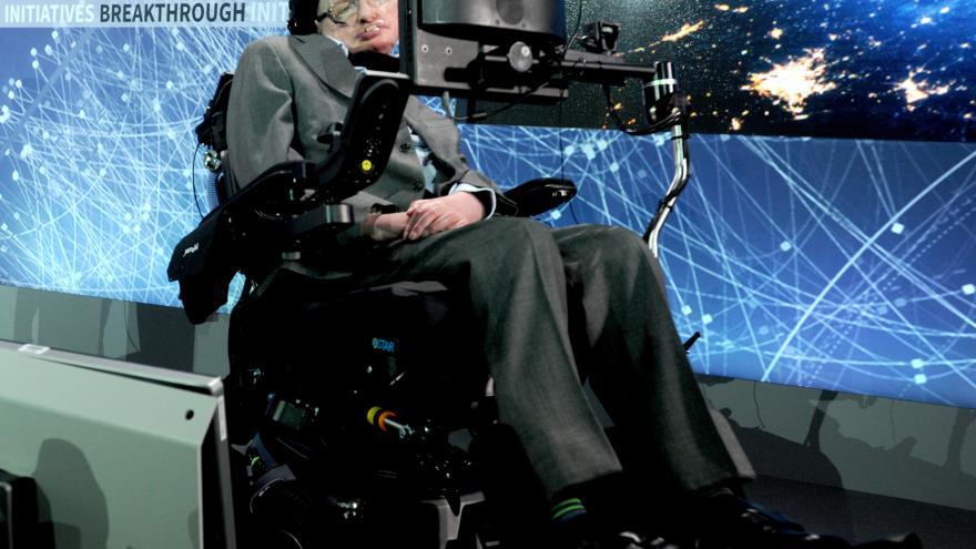Video Události ČT: Zemřel Stephen Hawking. Nahlédl pod pokličku černým dírám