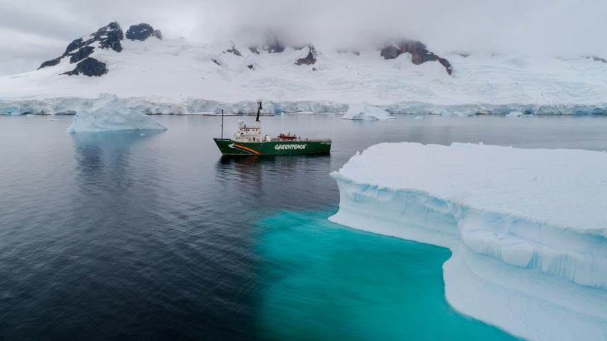 Video Loď Greenpeace zkoumá Antarktidu