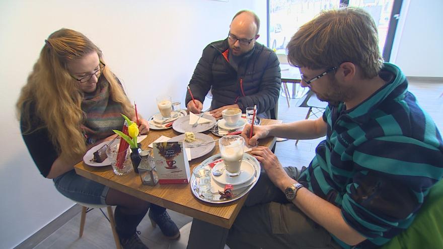 Video Kávu platili zákazníci vlastnoručně napsanou básní
