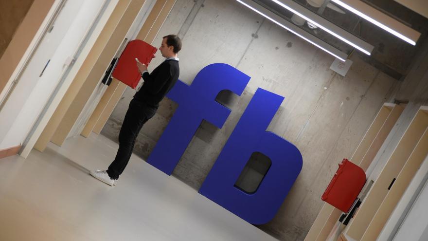 Video Horizont ČT: Ruští trollové oslovili na Facebooku 126 milionů lidí v USA