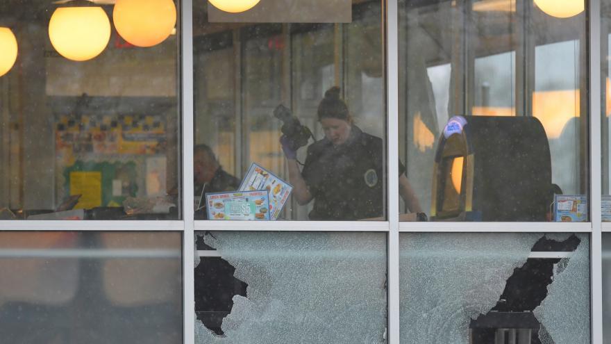 Video Zřejmě duševně nemocný muž zastřelil v Nashvillu čtyři lidi
