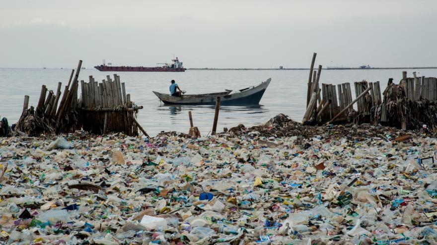 Video 90' ČT24 - EU řeší hromadící se plasty