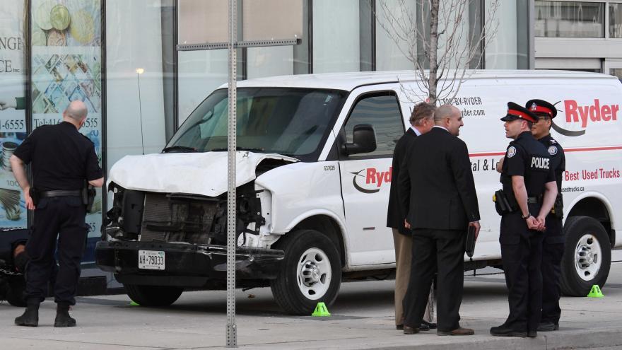 Video V Torontu vjel řidič dodávky do lidí