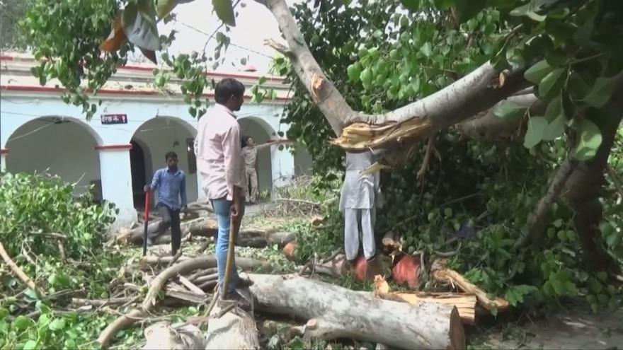 Video Přes Indii se prohnala písečná bouře