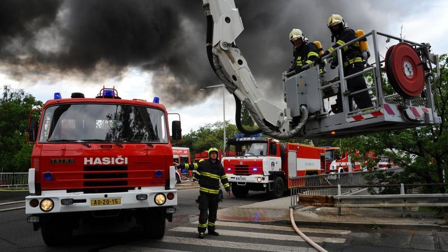 Video Události: Požár haly v Hostivaři