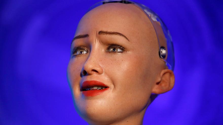Video Robotka Sophia hovoří o ubližování lidem