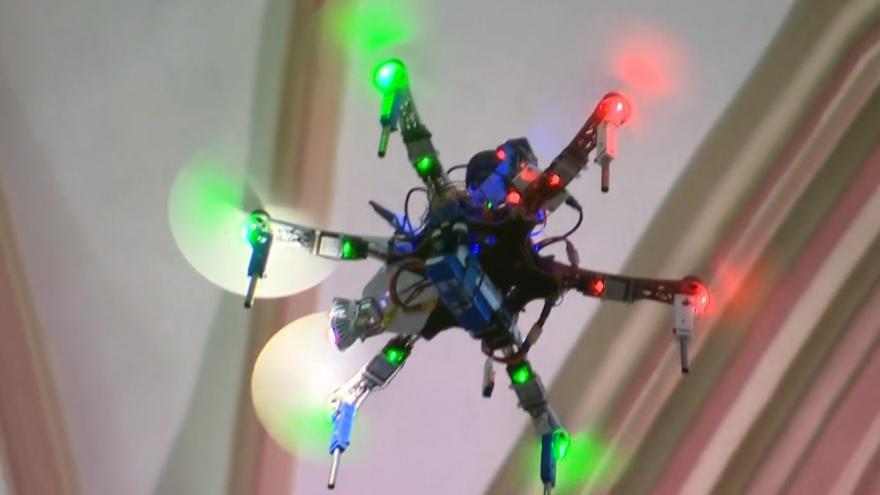 Video Olomoucký kostel pod dozorem dronů. Mapují jeho vnitřní strukturu