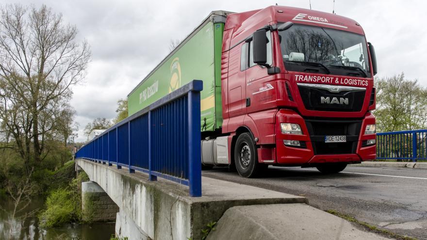 Video Události ČT: Kamiony od Chebu Waldsassenem neprojedou, kvůli zákazu zdražují