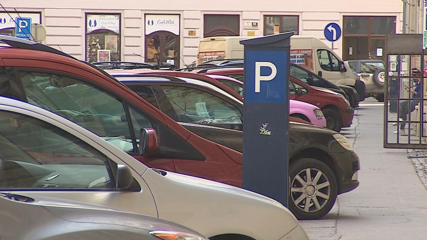 Video Rezidentní parkování zavede Brno v centru města od září