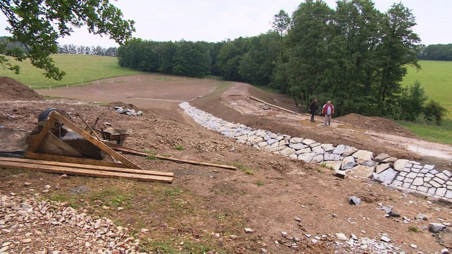 Video Události: velká voda spláchla pole