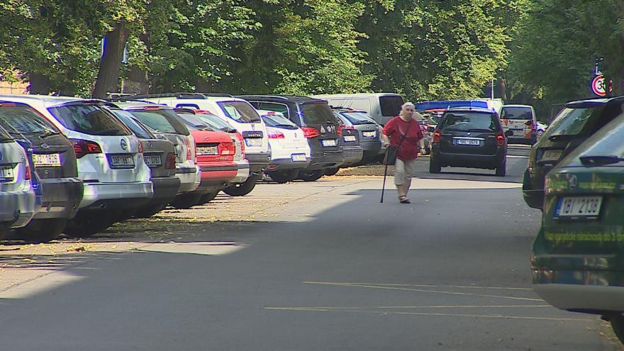 Video Více než polovina městských částí odmítá rezidentní parkování