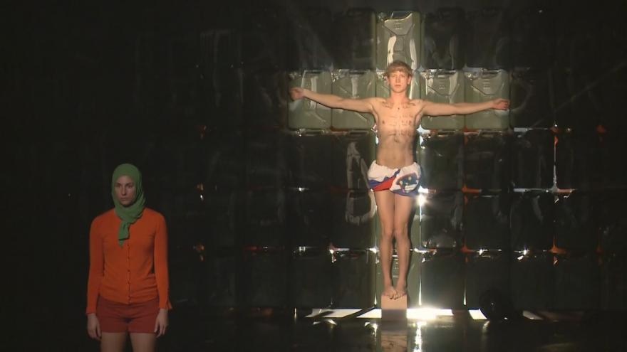 Video Žalobu kvůli kontroverzním divadelním hrám podal i kardinál Duka