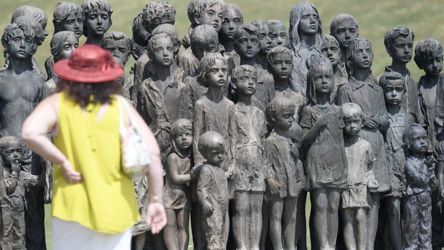Video Události ČT: Pietní setkání u 76. výročí vyhlazení obce Lidice