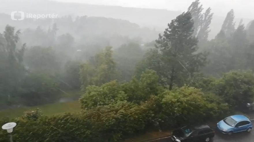 Video iReportér Josef Konrád: Bouřka s přívalovým deštěm v Plzni