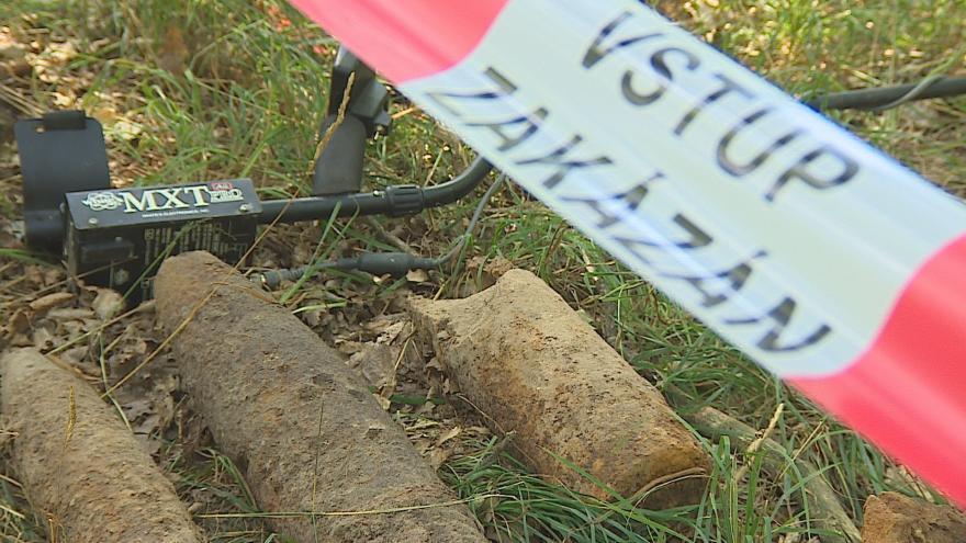 Video Pyrotechnici čistí Boří les od munice z 2. světové války