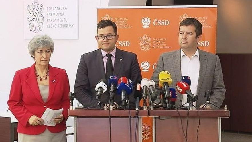 Video Sociální demokraté od nominace Pocheho neustupují