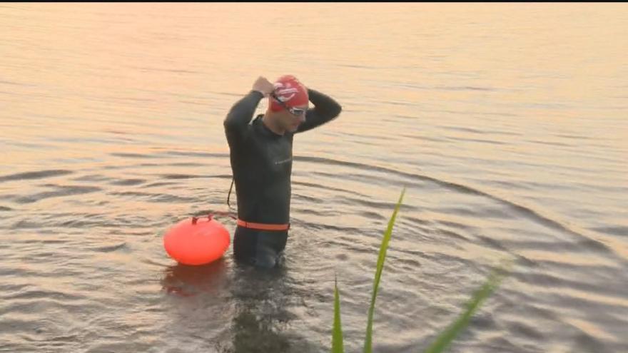 Video Marek Jedlička se do vody ponořil v pět hodin ráno