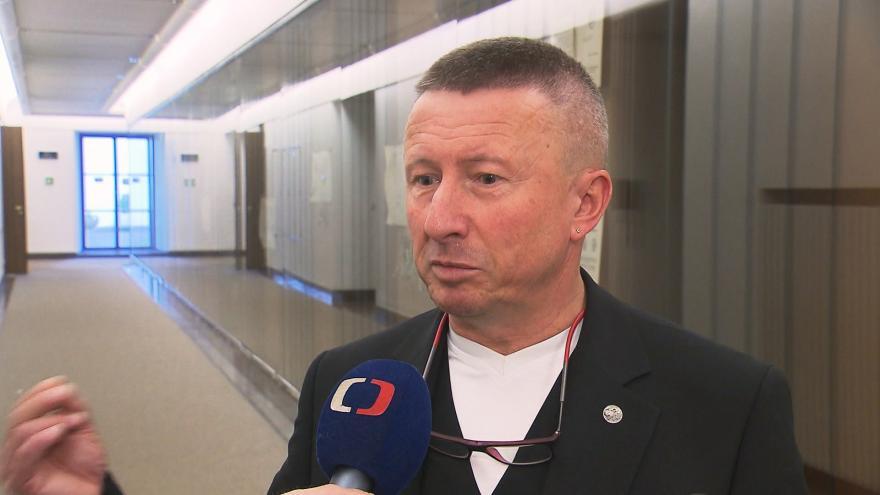 Video Události: Milan Brázdil (ANO) čelí kritice za výrok o homosexuálech