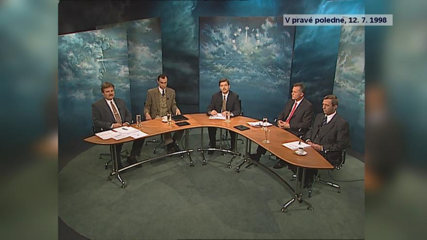 Video V pravé poledne: první nedělní diskuzní pořad po podpisu opoziční smlouvy