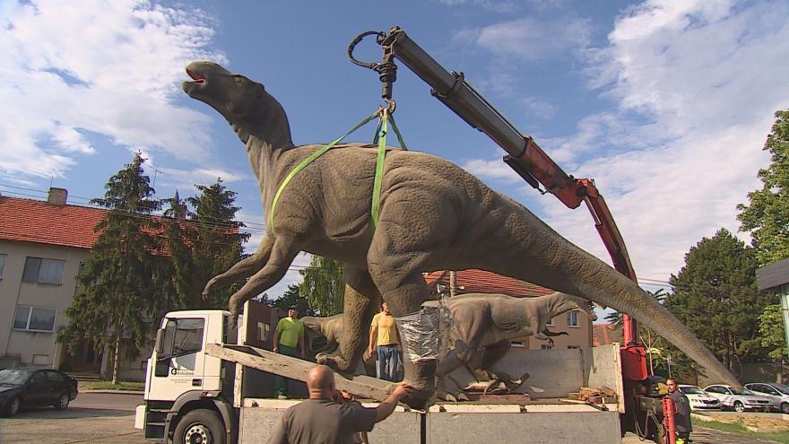 Video Dinosauři se stěhují z Chvalovic do brněnské ZOO