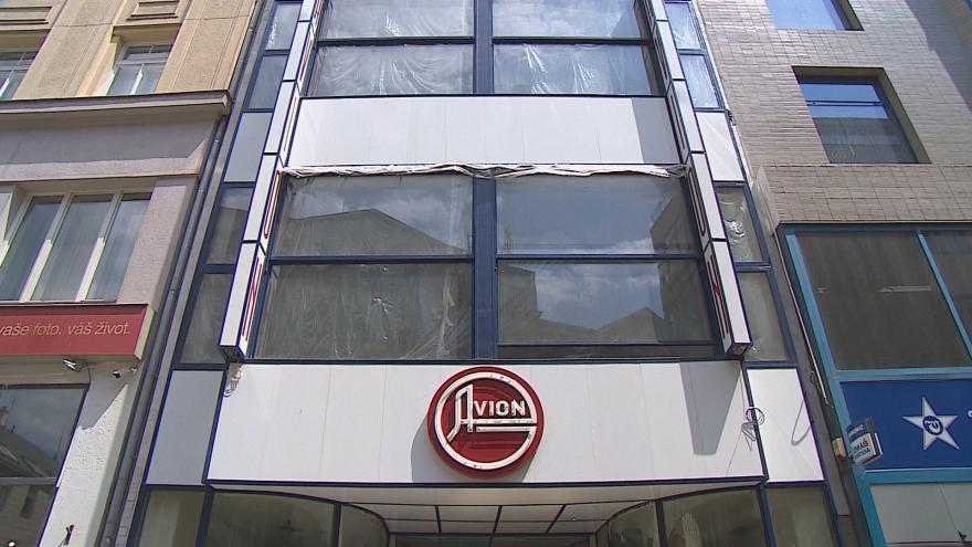 Video Opravy hotelu Avion míří ke konci