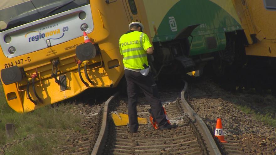 Video Srážka vlaku s traktorem na železničním přejezdu