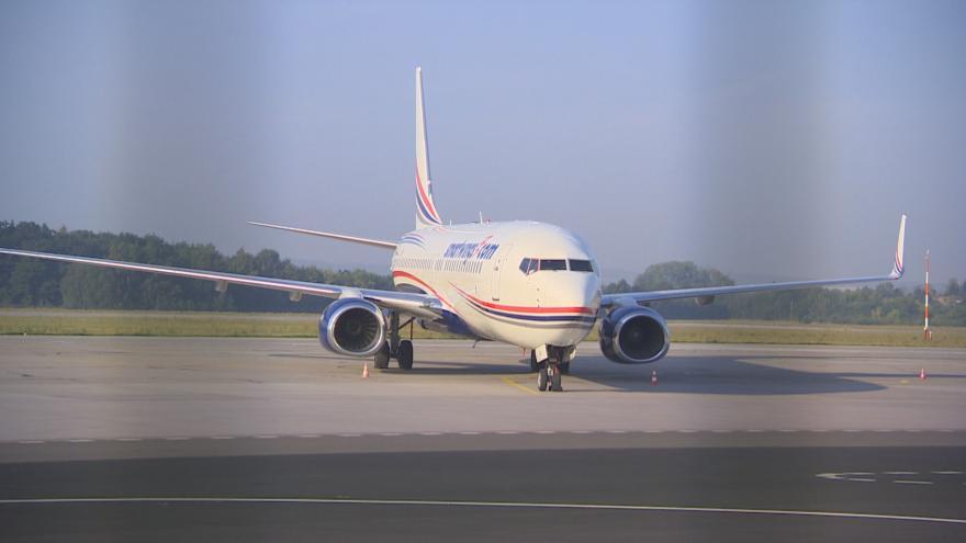 Video Události ČT: Letadlo v Pardubicích vyjelo z dráhy